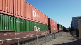 火车运输许多货物在市中心 股票视频