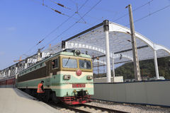 火车进入驻地 免版税库存图片