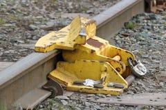 火车铁路轨道断裂、锁或者防撞器 免版税库存图片