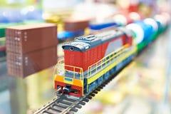 火车活动玩具铁路 免版税库存照片