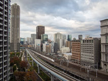 火车系统在东京,日本 库存图片