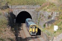 火车Blea停泊在定居的隧道对卡来尔线 图库摄影