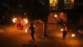 火逐出的恶鬼,街道表现的阁下从他们的疆土的 影视素材