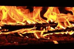 火:吞噬一切与它的艺术的一位美妙和危险舞蹈家 免版税库存照片