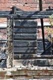 火破坏日志和砖 库存照片
