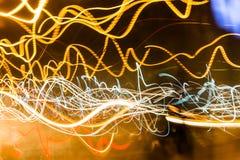 灯光管制线在路在BKK,泰国的摘要迷离 库存图片