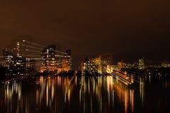 灯光管制线的行动的夜城市 库存图片