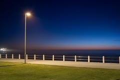 灯和走道的抽象构成在日落 免版税库存图片