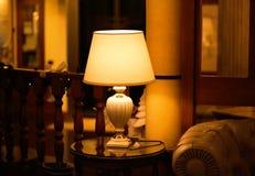 灯在一家豪华旅馆里 库存照片