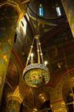 灯在Curtea de Arges大教堂里  免版税库存照片