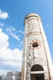 灯塔光致电压的天空 库存图片