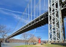 灯塔和桥梁 免版税库存图片