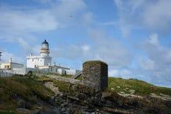 灯塔和Winetower在Kinnaird头 免版税库存照片