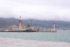 灯塔在港口 库存图片