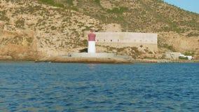 灯塔在卡塔赫钠海湾和观点入口的Fuerte de Navidad和防御的解释中心 影视素材