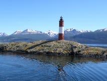 灯塔在后面的whith山壮观的看法  免版税图库摄影