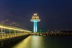 灯塔在晚上 免版税库存照片