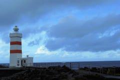 灯塔在海洋 免版税库存照片