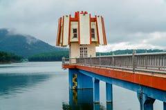 灯塔在湖 库存照片