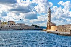 灯塔在老威尼斯式港口在干尼亚州 免版税库存照片