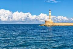 灯塔在老威尼斯式港口在干尼亚州 库存照片