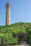 灯塔在蓝天和云彩下 库存照片