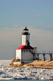 灯塔在晴天在冬天 库存图片