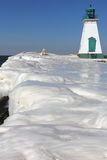 灯塔码头和冰 免版税库存照片