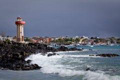 灯塔美好的coastland风景  库存图片