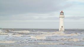 灯塔风大浪急的海面 免版税库存照片