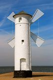 灯塔风车在Swinoujscie,波兰 库存照片