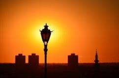 灯太阳和城市 免版税库存图片