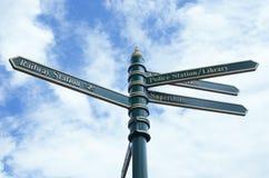 灯岗位街道路与标志的灯柱 库存照片