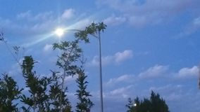 灯柱太阳 免版税图库摄影