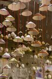 灯笼、美术和工艺品在会安市老镇,越南 这个地区是世界的文化遗产感兴趣,拿着联合国科教文组织第2部分 免版税库存照片