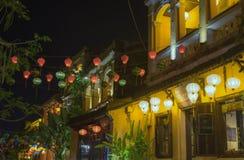 灯笼、美术和工艺品在会安市老镇,越南 这个地区是世界的文化遗产感兴趣,拿着联合国科教文组织第5部分 图库摄影