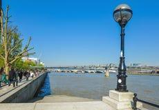 灯笼和千年桥梁在晴天 图库摄影