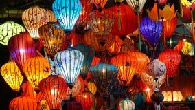灯笼在会安市,Quang Nam,越南装饰并且被卖给访客 库存照片
