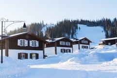 灯笼在滑雪胜地的不高大厦 图库摄影