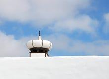 灯笼塑造了在一个屋顶的烟囱在兰萨罗特岛 免版税库存图片