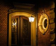 灯笼点燃的门道入口 库存图片