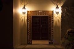 灯笼门灯在夜照片的 免版税库存照片