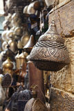 灯,工艺,在街道的纪念品在开罗,埃及购物 图库摄影