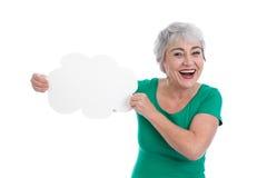 灰发的老妇人在他的手上的拿着一个标志 库存照片