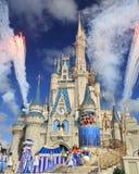 灰姑娘城堡和烟花,不可思议的王国,迪斯尼 免版税库存图片