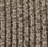 灰棕色作为背景的被编织的羊毛纹理 库存照片
