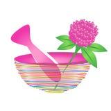灰浆和杵有草本叶子和桃红色花的 免版税库存照片