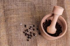 灰浆用胡椒和海†‹â€ ‹盐和木灰浆 库存照片