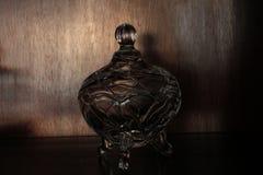 灰溜溜在阴暗的花瓶 库存图片