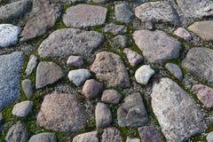 灰色不规则花岗岩岩石铺 免版税图库摄影